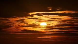私たちが見ているのは8分19秒前の太陽だった!?