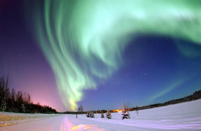 aurora-borealis-69221_640 (1)
